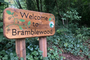 welcome-sign.jpg - Woodland wellbeing centre for Worcester