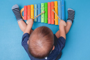 take-your-baby-to-music-classes-1280-x-960-1024-x-576-1531163584.jpg - Mini Maestros in the Community