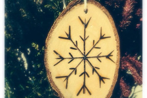 snowflake-tree-dec.jpg - Recycled wood workshop for young homeles