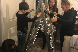making-first-christmas-tree.jpg - Young carers grow Lindengate's Garden!
