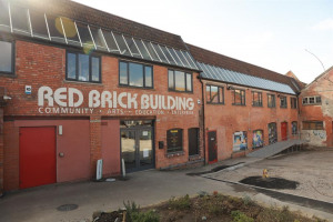 rb-bbuilding.jpg - Red Brick Building