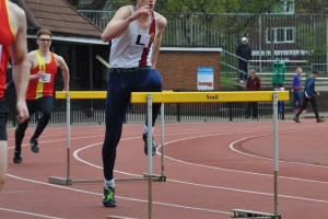 hurdletooting.jpg - 150 years of South London Harriers