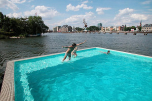 bswimming.jpg - Thames Pool