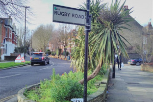 west-bed-rugby-road-sign.jpg - Southfield Flowerbeds Revamp
