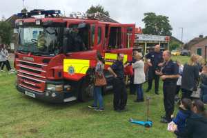 17-08-fun-day-fire-engine.jpg - Bentswood Community Fun Day