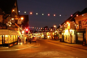 Christmas_lights_on_Lyndhurst_High_Street,_New_Forest_-_geograph.org.uk_-_92175.jpg - Light up Birchgrove
