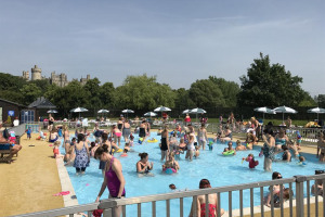 parent-and-toddlers.jpg - Arundel Lido Change for the Community!