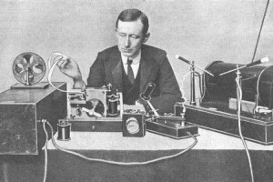 G_Marconi_with_morse_transmitter_1.jpg - Marconi Science WorX