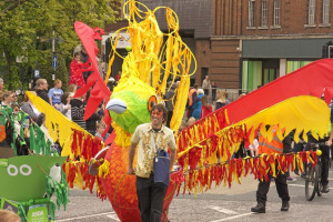 kumul-bird-2-sm.jpg - An Amy Johnson Parade