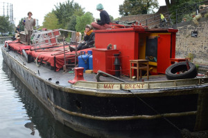 barge-travelling-from-richmond-to-little-venice-by-mark-eve-2.jpg - Keep the Puppet Barge up and floating!