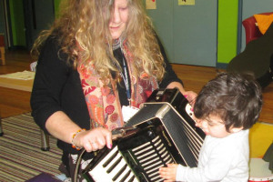 accordian-003.jpg - Sing, Chat and Rhyme Cambridge