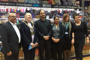 mayor-wg-greenwood-chemist-photo.jpg - Love Wood Green Summer Festival