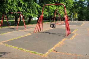 swings.jpg - Ashburton Park Playground