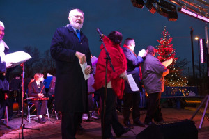 bcs-071215-25.jpg - Carols on the Green Bellingham 2016