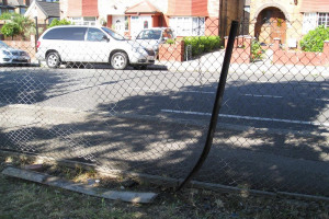 broken-fence-1-low-res.jpg - TYS2 garden 4 everyone