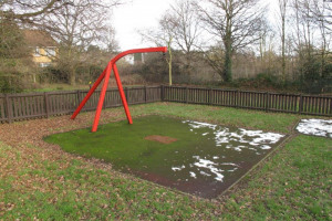 broken-equipment.jpg - South Norwood Lake Playground