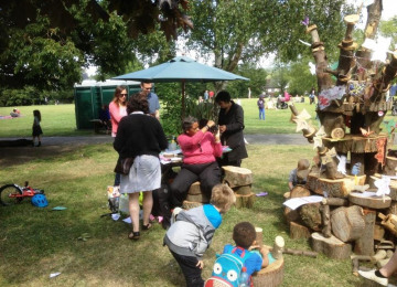 15-6-june-6-th-img-0707-trees-on-the-green-hilly-fieldsd-brockley-max-festival-tree-saturday-6-th-june-2015.jpg