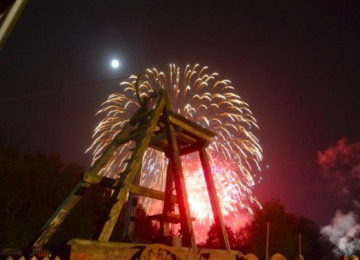 blists-fireworks-2011-570x377.jpg