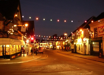 Christmas_lights_on_Lyndhurst_High_Street,_New_Forest_-_geograph.org.uk_-_92175.jpg