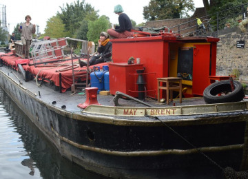 barge-travelling-from-richmond-to-little-venice-by-mark-eve-2.jpg