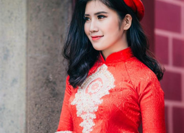 du-o-ng-tri-woman-wearing-red-floral-long-sleeved-dress.jpg