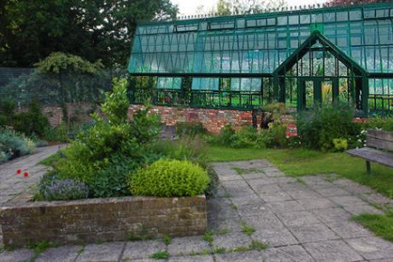 Project Image for Ravenscourt Park Community Glasshouses